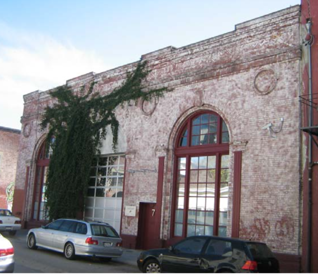 The building before the trumpet vine took over. Photo from City of San Francisco (2009)